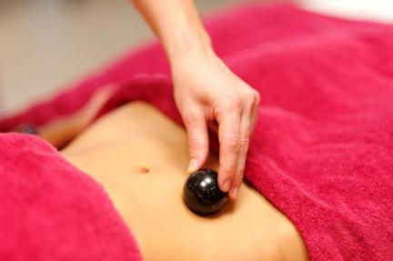 massage-ventre-tourmaline