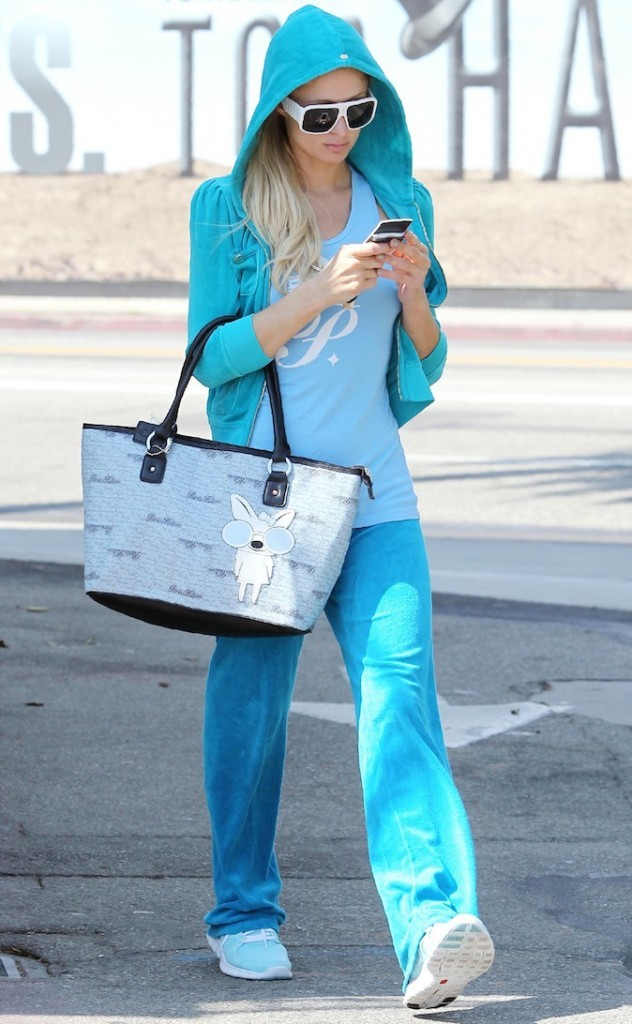 paris-hilton-en-total-look-bleu-_portrait_w674